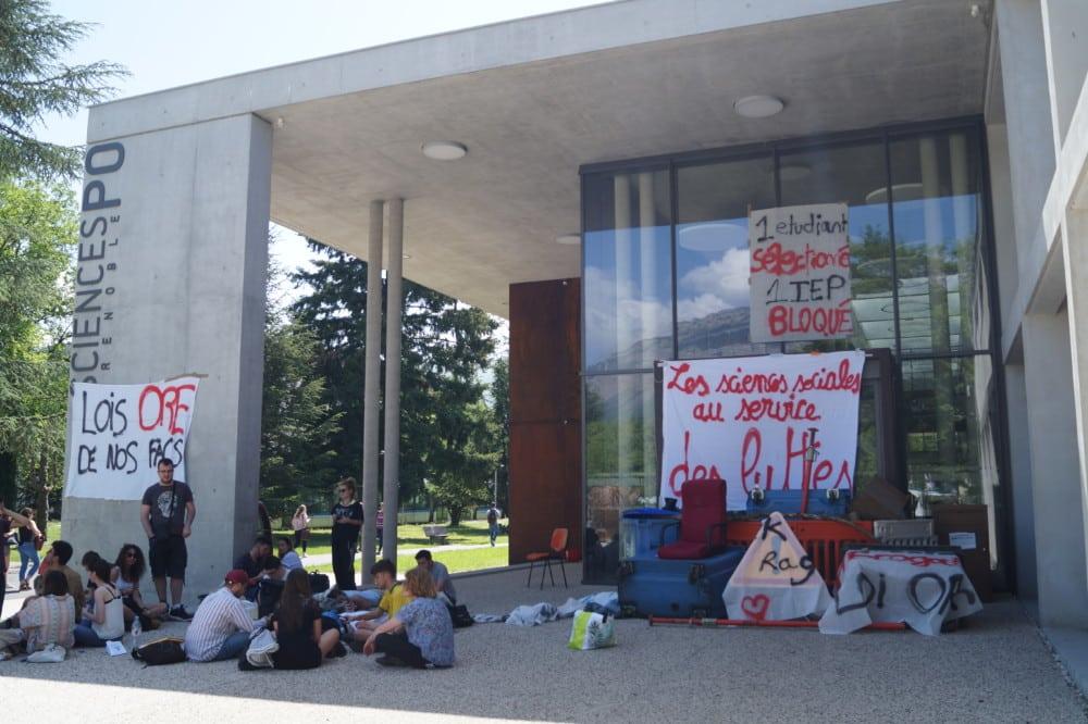 Le bâtiment Sciences Po de nouveau bloqué sur le campus universitaire le 25 avril 2018. © Léa Raymond - Place Gre'net