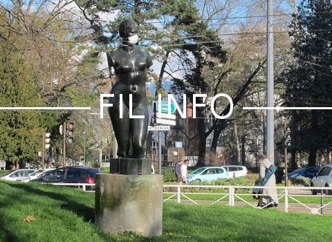 Des militants écologistes ont sillonné Grenoble samedi 31 mars et affublé les statues de la ville de masques pour alerter des dangers de la pollution.