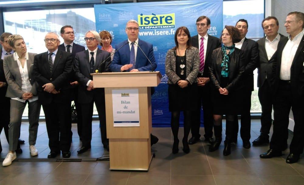 Jean-Pierre Barbier présente la campagne de mi-mandat, entouré de ses vices-présidentes et présidents © Florent Mathieu - Place Gre'net