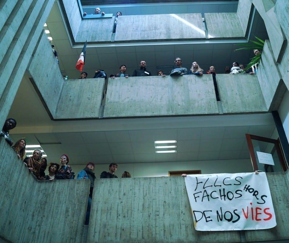 Les étudiants de l'UGA poursuivent leur lutte contre la loi Vidal et les violences policières. Ce lundi, ils entament le blocage de l'ex-université StendhalOccupation du bâtiment de la présidence par les étudiants de l'UGA, le 3 Avril 2018. © Léa Raymond - placegrenet.fr