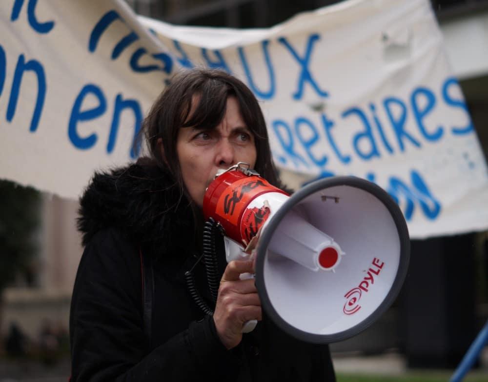 Rassemblement des précaires de l'éducation nationale, le 5 Avril 2018 devant le Rectorat de Grenoble. © Léa Raymond - placegrenet.fr