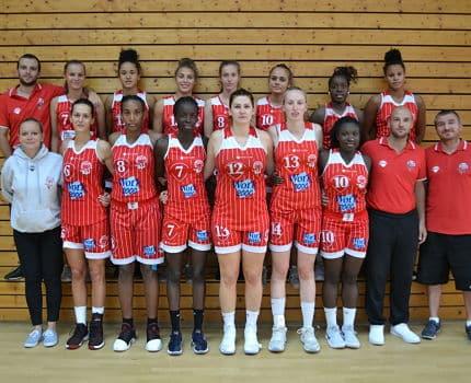 Les joueuses et le staff du Basket Club Meylan-La Tronche (BCTM) lors de la saison 2017-2018. © BCTM