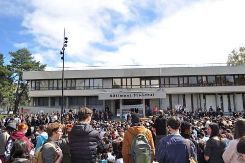 Après plus d'une semaine de protestations, les étudiants de l'UGA ont voté pour étendre les blocages sur le domaine universitaire de Saint-Martin-d'Hères.