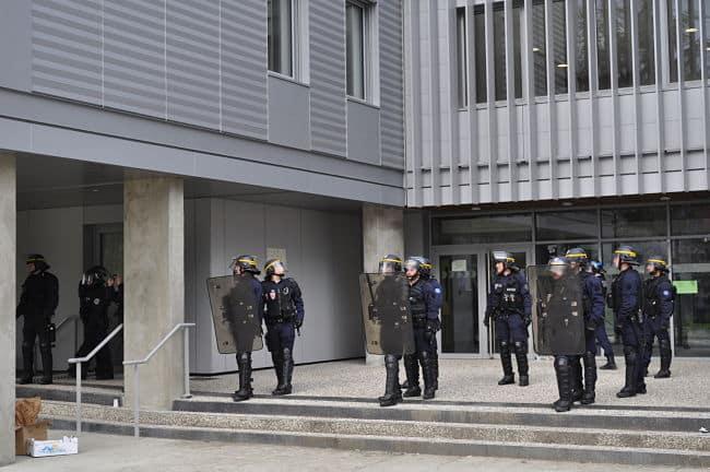 intervention de la police à l'UGA, lundi 9 avril © Giovanna Crippa- Place Gre'net