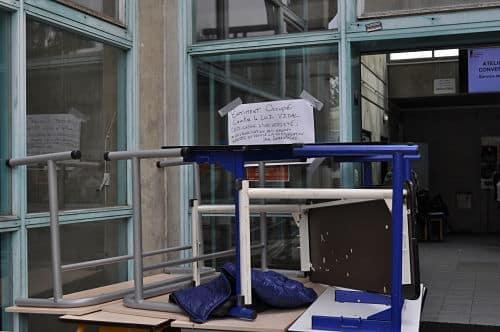 Le Centre de langue vivante est toujours bloqué par les militants © Giovanna Crippa - Place Gre'net