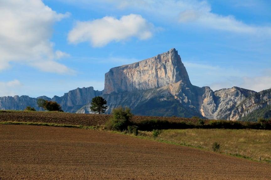 Les randonneurs disposent désormais d'une nouvelle carte pour arpenter les 940 km de sentier du Trièves. DR