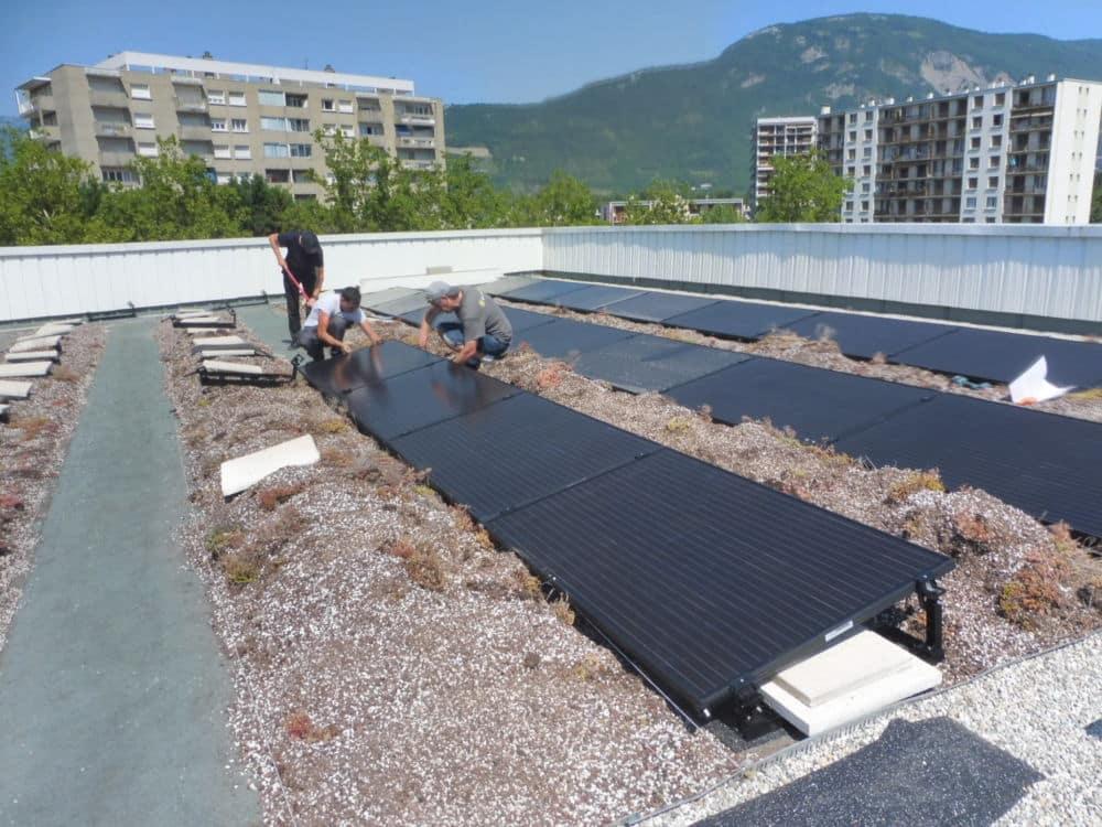 L'agence locale de l'énergie et du climat de l'agglomération grenobloise (Alec) a elle-même procédé à la pose de panneaux solaires sur son toit. © Alec