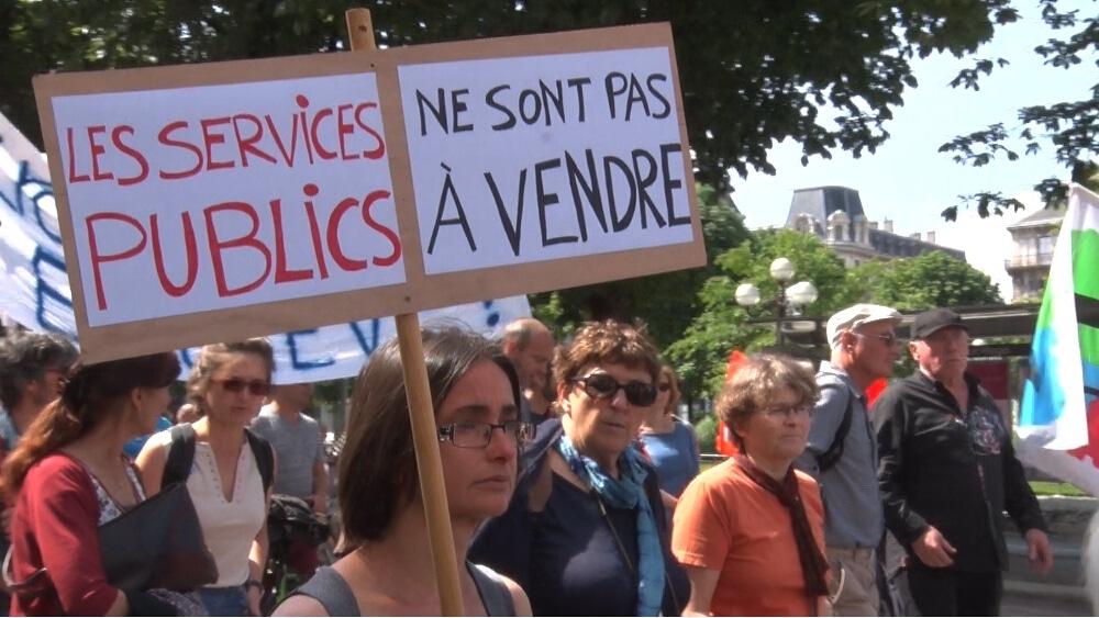 Six organisations syndicales appellent les Grenoblois à participer à la manifestation du mardi 9 octobre. Rendez-vous est donné place de la gare à 10 heuresManifestation de défense des services publics le 22 mai à Grenoble © Joël Kermabon - Place Gre'net