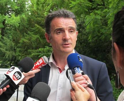 UNE Eric Piolle, maire de Grenoble réagit devant la presse, suite à la décision du tribunal administratif d'annuler le dispositif d'interpellation et de votation citoyenne © Séverine Cattiaux - Place Gre'net