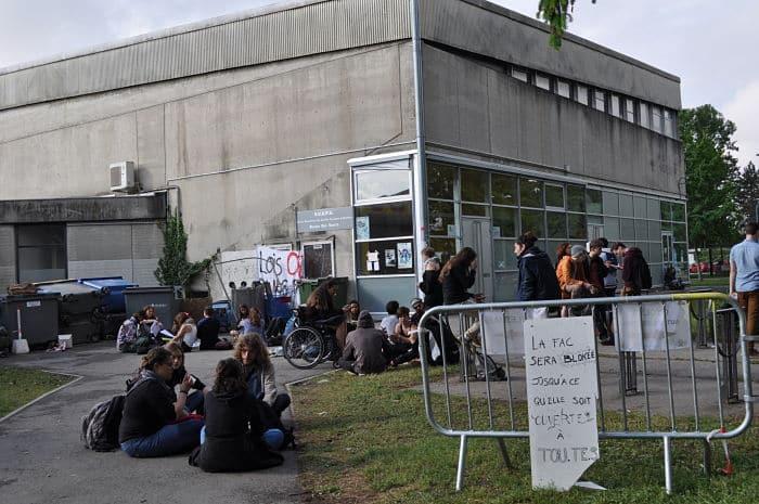 Suite au blocage de la galerie des amphithéâtres, une centaine de manifestants de l'UGA a obtenu l'annulation des partiels prévus ce mercredi 9 mai.