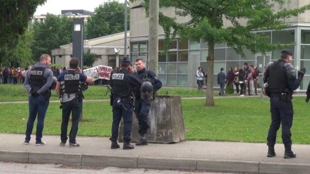 Durant les mouvements étudiants de la fin de l'année scolaire 2018, la présence et les interventions des forces de l'ordre sur le campus avaient été durement critiquées. © Place Gre'net