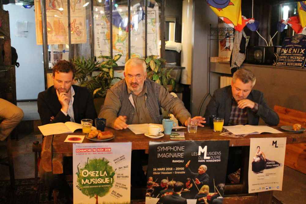 David Dewaste, Marc Minkowski et Thibault Noally lors de la présentation de la nouvelle saison des Musiciens du Louvre © Emilan Tutot - Place Gre'net