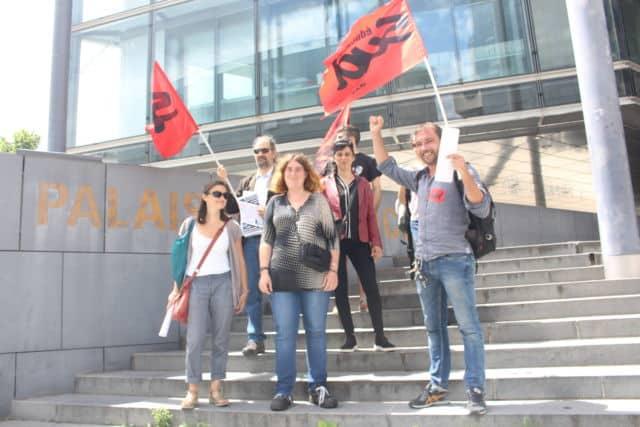 Les militants du syndicat Sud Éducation accompagnaient les anciens salariés du rectorat dans leur procès aux prud'hommes de Grenoble.