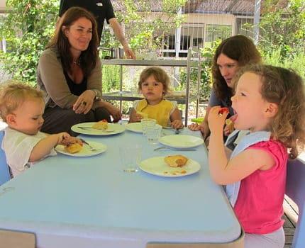Vers le 100% bio aux menus des petits qui fréquentent les deux crèches associatives et parentales, quartier Bouchayer Viallet, à Grenoble. © Séverine Cattiaux- Place Gre'net