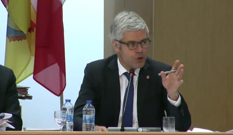 Laurent Wauquiez réclame un moratoire sur les fermetures de guichets dans les gares SNCF.