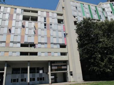 Depuis l'intérieur de la Villeneuve, vue sur les immeubles 10 et 20 galerie de l'Arlequin. © Séverine Cattiaux - Place Gre'net