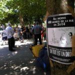 Le collectif grenoblois des Morts de rue organisait ce mardi 3 juillet une cérémonie d'hommage aux SDF disparus. Un moment de recueillement et d'indignation