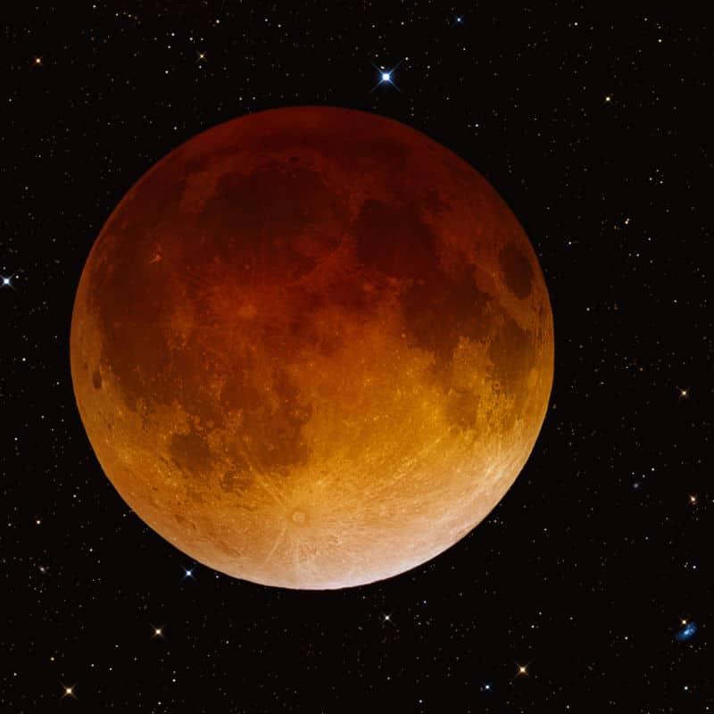 À l'occasion de l'éclipse totale de lune du vendredi 27 juillet, astronomes amateurs et astrophysiciens organisent une rencontre à la Bastille de Grenoble.Une lune rousse. DR