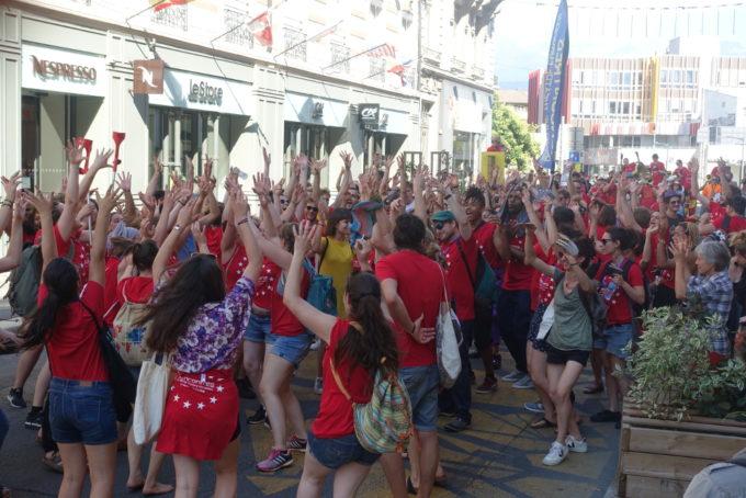 Les jeunes artistes européens lors de la parade d'ouverture. © Créarc