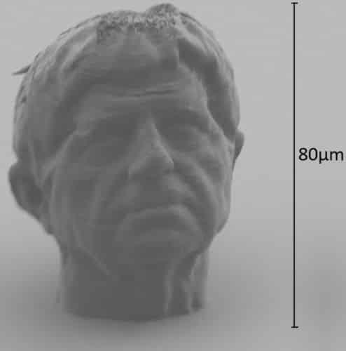 « Sculpture de poussière », autoportrait de Michel Paysant d'une taille de 80 microns réalisé par Microlight 3D. DR