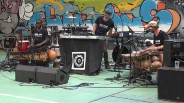 Le groupe Balani sound system en concert devant les détenus et le personnel de la maison d'arrêt de Varces. © Joël Kermabon - Place Gre'net