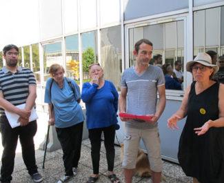 UNE 10-20 galerie de l'Arlequin, des habitants de Villeneuve déposent un recours contre la délibération sur le protocole de relogement, voté par la Ville de Grenoble et la Métropole de Grenoble, mettant aussi en cause l'ex groupe SNI Habitat, désormais CDC Habitat © Séverine Cattiaux - Place Gre'net