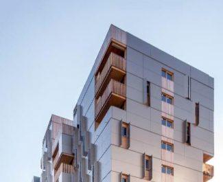 Sur l'écocité Presqu'île, l'immeuble d'habitat social « Le Solaris » construit par le bailleur Actis, et Roda Architectes remporte l'un des huit prix 2017 de la construction Bois Auvergne-Rhône-Alpes DR