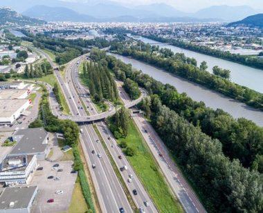 Ultime feu vert au projet de réaménagement de l'A480 et du Rondeau à Grenoble, coup d'envoi des travaux en mars 2019 et… des recours en urgence ?En attendant le coup d'envoi des travaux à l'élargissement de l'A480 dans la traversée de Grenoble, coup d'envoi des... recours en justice.