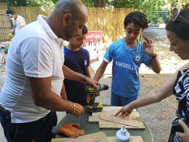 Toufik Masmoudi donne quelques conseils aux jeunes volontaires. © Joël Kermabon - Place Gre'net