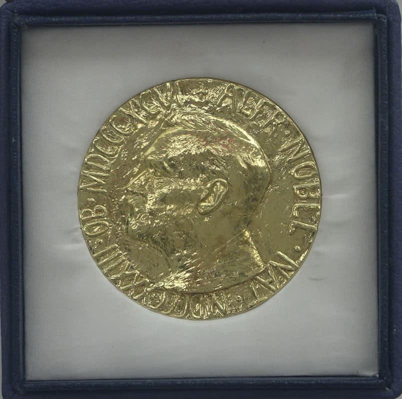 DSC00620 Médaille du prix Nobel de la Paix 2015 attribuée au Dialogue National Tunisien, i.e.un quartette regroupant notamment syndicat, patronat et la Ligue tunisienne des droits de l'Homme.