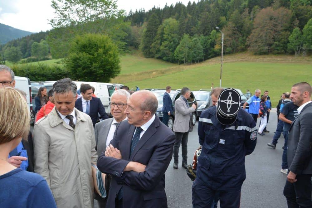 Gérard Collomb lors de son déplacement dans le Vercors. Le ministre « refuse » t-il des renforts policiers à Grenoble ? © SDIS38