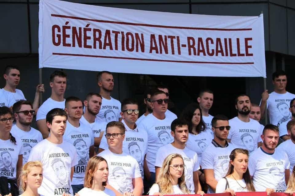 Manifestation de Génération Identitaire devant le Tribunal de Grenoble le samedi 11 aout 2018. D'autres « jeunes blancs décomplexés » ? DR