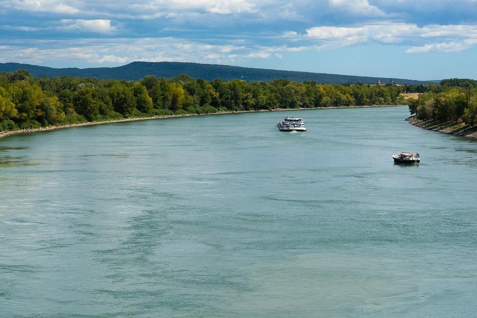 Fleuve tranquille, le Rhône n'en souffre pas moins des fortes chaleurs lui aussi. DR