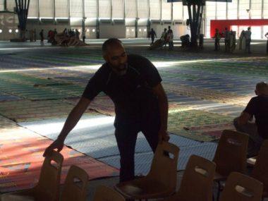 Riadh Azouni, secrétaire du Conseil des imams de l'Isère lors de la la préparation de l'événement à Alpexpo © Florian Espalieu - Place Gre'net