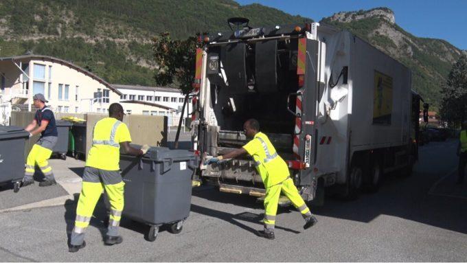 Ce lundi 27 août, Place Gre'net a pu suivre une tournée de collecte des déchets ménagers organisée par le Centre technique de Grenoble-Alpes Métropole© Joël Kermabon - Place Gre'net
