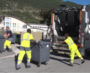 La Métro équipe les poubelles de puces électroniques dans toute l'agglomération.© Joël Kermabon - Place Gre'net