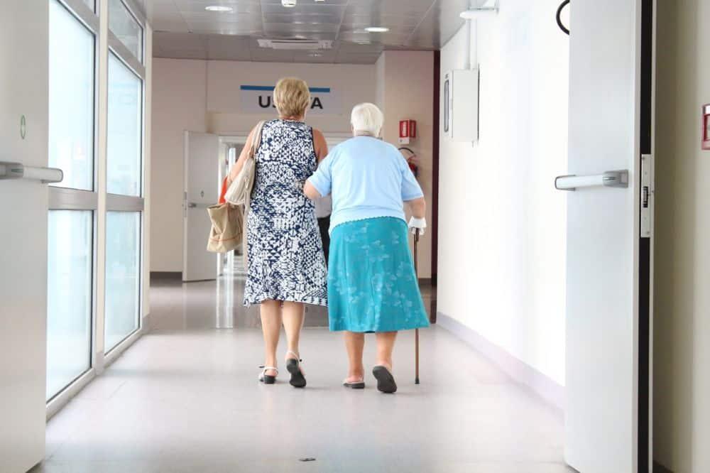 Personne âgée à l'hôpital. DR