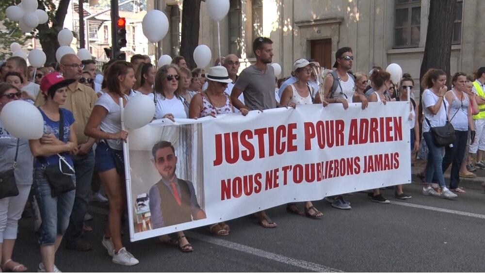 Marche Blanche pour Adrien, victime d'une « montée de la violence » ? © Joël Kermabon - Place Gre'net