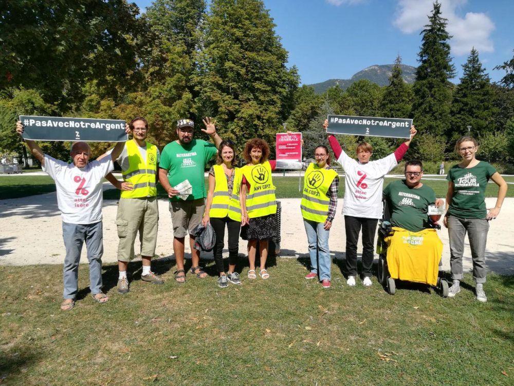 Action militante contre trois agences de la Société générale samedi 15 septembre © Alternatiba Grenoble