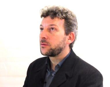 Erwann Lecœur, ex-directeur de la communication du maire de Grenoble Eric Piolle, est aujourd'hui cité dans plusieurs dossiers épinglés par la chambre régionale des comptes (capture d'écran)
