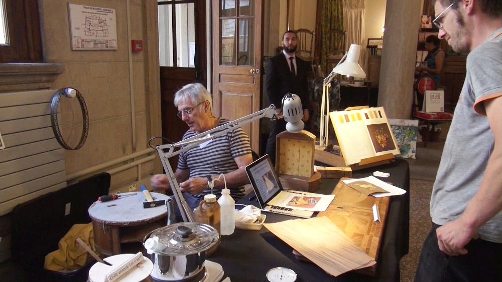 Ce sont 244 communes de l'Isère qui participent au Journées européennes du Patrimoine, avec plus de 500 sites ouverts et près de 800 animations prévues.Restaurateur de mobilier au palais du Parlement. © Véronique Magnin - Place Gre'net
