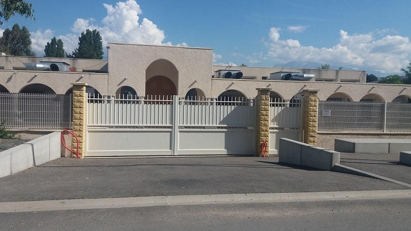 Comme les autres lieux de culte musulmans de l'Isère, la mosquée d'Échirolles n'accueille plus de fidèles jusqu'à nouvel ordre © Florian Espalieu - Place Gre'net