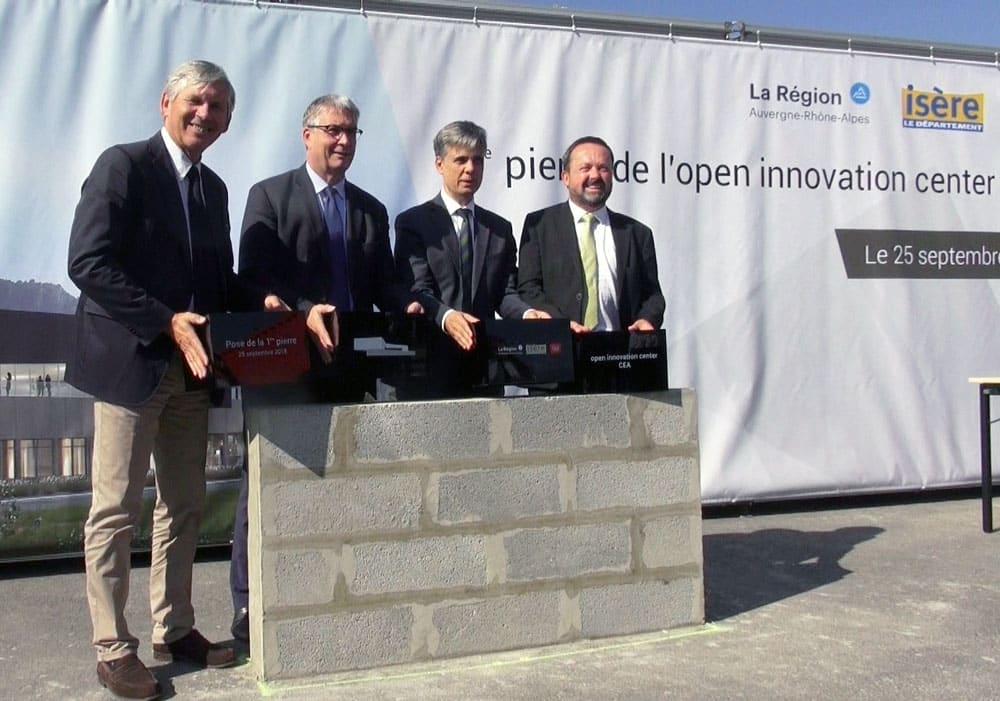 La première pierre de l'Open innovation center du CEA a été posée ce mardi 25 septembre 2018 sur le campus Giant de la presqu'île scientifique de Grenoble.Pose de la première pierre de l'Open innovation center (OIC), mardi 25 septembre. © Véronique Magnin - Place Gre'net