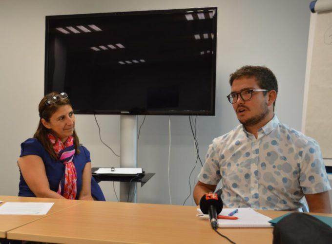 Sandrine Chaix, conseillère régionale déléguée au handicap, et Armand Thoinet, qui accompli des défis sportifs. © Laurent Genin