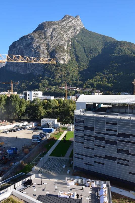 Le Crédit agricole Sud Rhône Alpes a inauguré son nouveau siège au cœur du quartier de la Presqu'île, et vante les atouts environnementaux du site.Le siège du Crédit Agricole Sud Rhône-Alpes à Grenoble © Isabelle Doucet