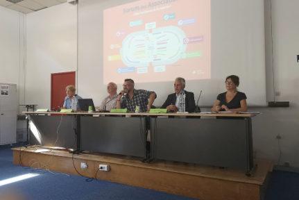 Emmanuel Carroz (au centre) entouré des partenaires du Forum des associations. © Joël Kermabon - Place Gre'net