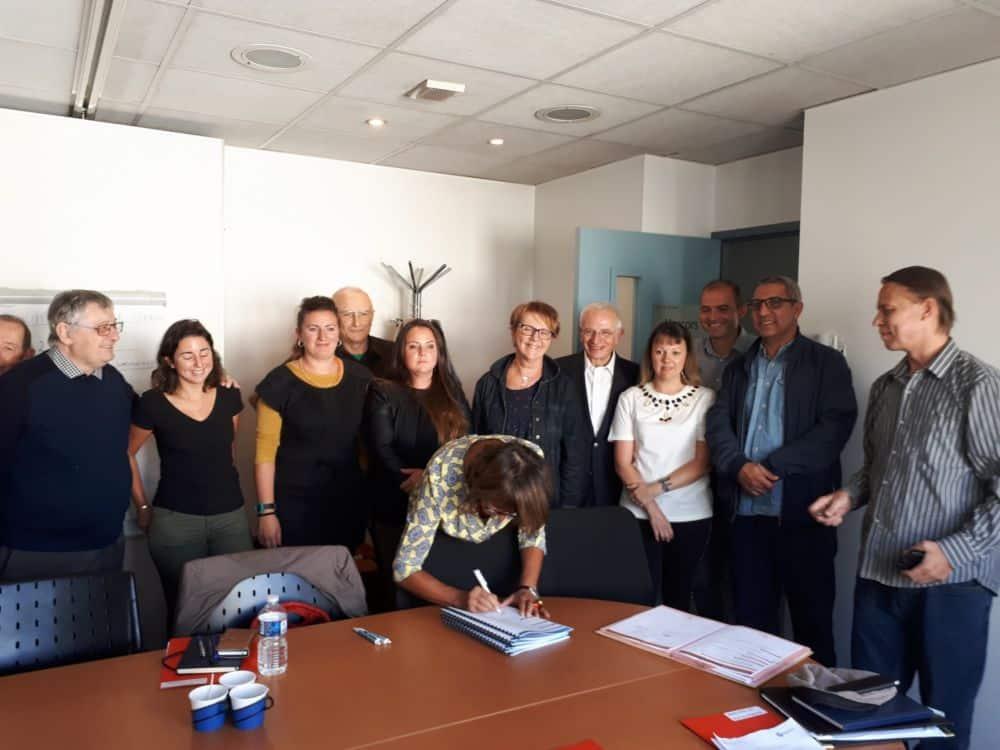 Actis et Grenoble Habitat, qui ne feront bientôt plus qu'un, ont signé un protocole d'accord avec quatre associations de représentants de locataires.Signature de protocole d'accord entre Actis / Grenoble Habitat et les associations © Actis
