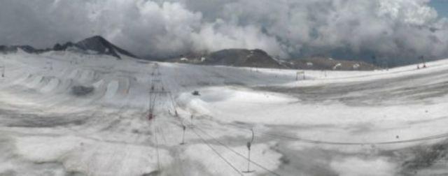 La station des Deux Alpes ouvre aujourd'hui et jusqu'au 4 novembre... Sans le ski. La faute au réchauffement climatique ?Dernière capture d'écran de la webcam du glacier des Deux Alpes, le 20 août dernier.