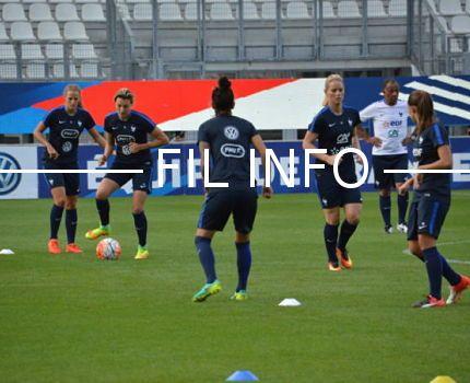 L'équipe de France féminine de football à l'entraînement au stade des Alpes en septembre 2016 avant leur match amical face au Brésil (1-1)