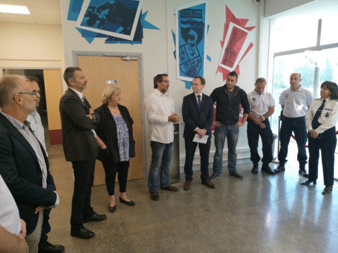 Au centre Karim Chamon, le directeur de la MJC Anatole France. © Joël Kermabon - Place Gre'net